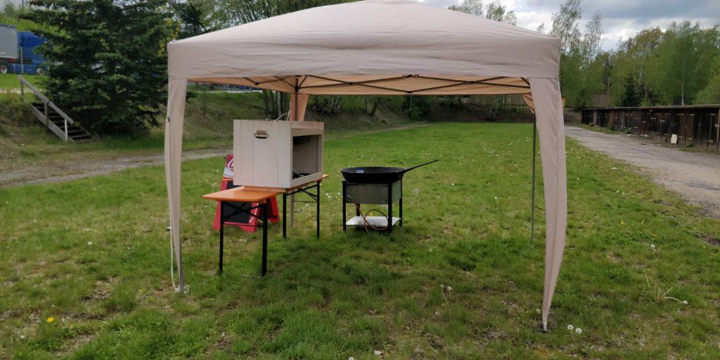 Faltpavillon mit mobiler Küche